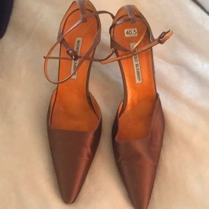 Gently used manolo blahnik. Worn twice.